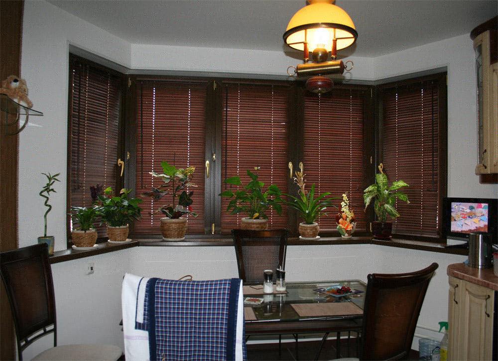Жалюзи на балкон или лоджию